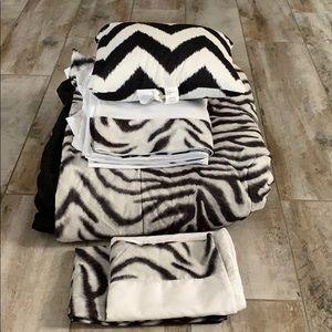 8 piece Queen size comforter set